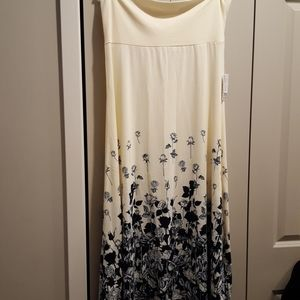 2XL Cream and navy maxi skirt